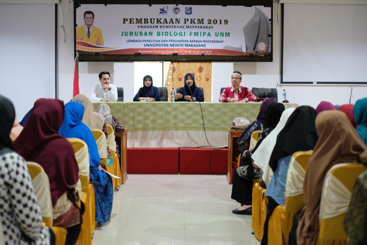 Pembukaan kegiatan pengabdian kepada masyarakat terpadu jurusan Biologi FMIPA UNM di Kabupaten Enrekang