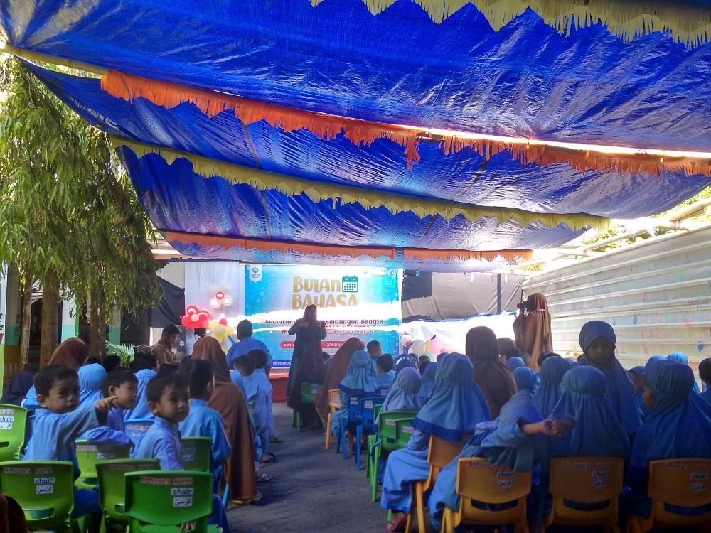 Dongkel Dinas Perpustakaan Makassar meriahkan selebrasi bulan bahasa SIT Nurul Fikri Makassar