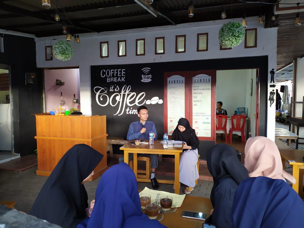 Dosen milenial, Nugraha Hasan jadi pembicara di forum diskusi HMPS Perbankan Syariah IAIN Manado