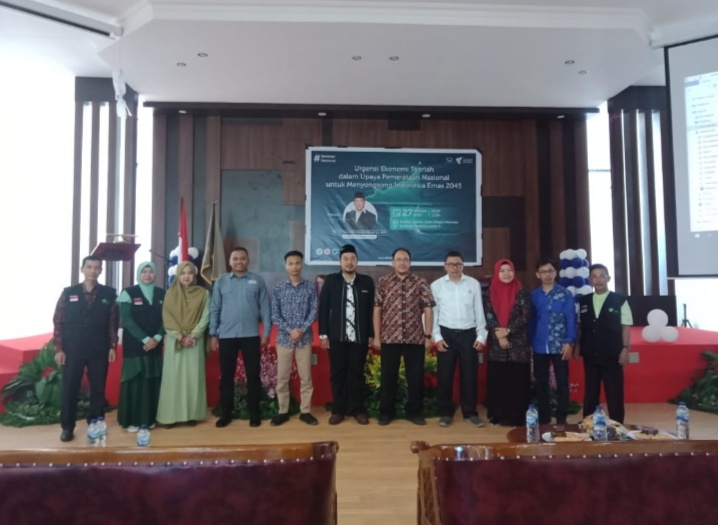 Dosen milenial, Nugraha Hasan pandu seminar nasional Izzuddin Abdul Manaf di IAIN Manado