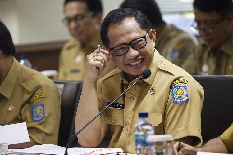 Menteri Dalam Negeri Tito Karnavian saat mengikuti rapat kerja dengan Komite I DPD di Kompleks Parlemen, Senayan, Jakarta. Foto : Antara/ Dhemas Reviyanto